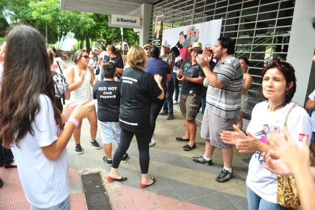 Familiares de vítimas da Kiss fazem vigília na Praça Saldanha Marinho, em Santa Maria Fernando Ramos/Agencia RBS