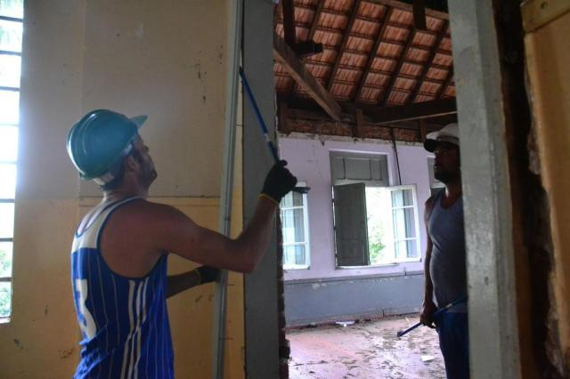 Quase um ano depois, prédio da escola Margarida Pardelhas em Cruz Alta começa a ser demolido Henrique Siqueira/Especial