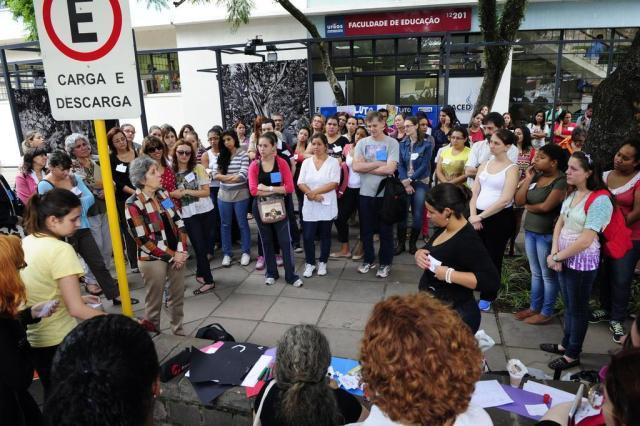 Colegas de ciclista morta fazem manifestação na UFRGS Tadeu Vilani/Agencia RBS