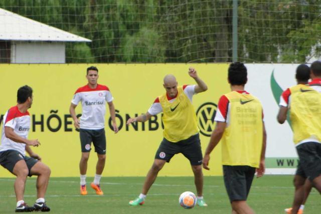 Após oito meses de recuperação, Maurides volta a treinar com bola no Inter Augusto Turcato/Agência RBS/