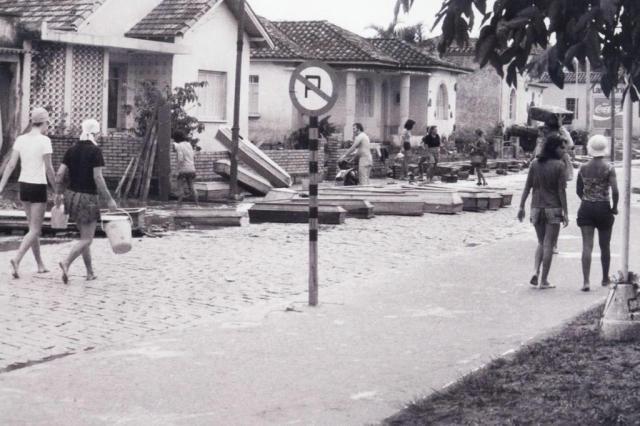 """""""A cidade cheirava a lama podre"""", diz fotógrafo que vivia em Tubarão em 1974 Paulo Maluche/Arquivo Pessoal"""