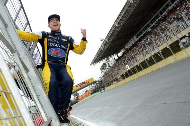 Felipe Fraga se torna o piloto mais jovem a vencer prova na Stock Car Fernanda Freixosa, Divulgação/