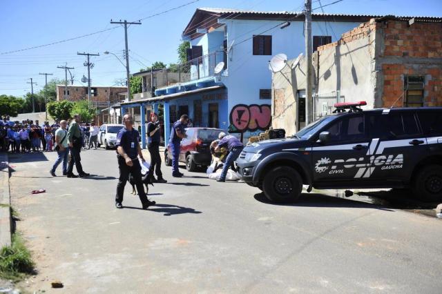 Homem executado diante da família em Porto Alegre Lívia Stumpf/Agencia RBS