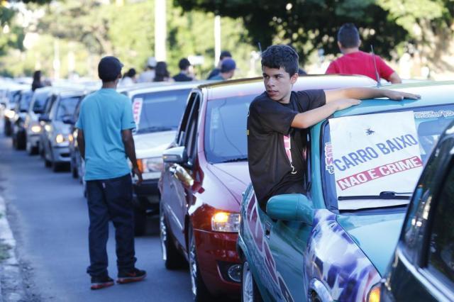Manifesto pede legalização de carros rebaixados em Porto Alegre  Adriana Franciosi/Agencia RBS
