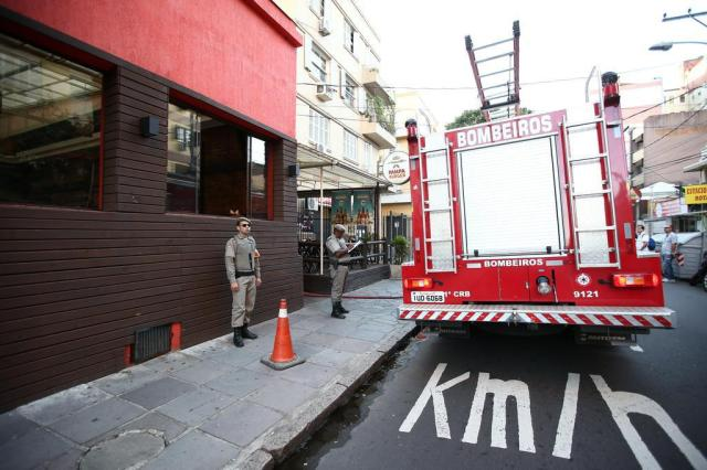 Incêndio atinge chaminé de restaurante em Porto Alegre Jefferson Botega/Agencia RBS