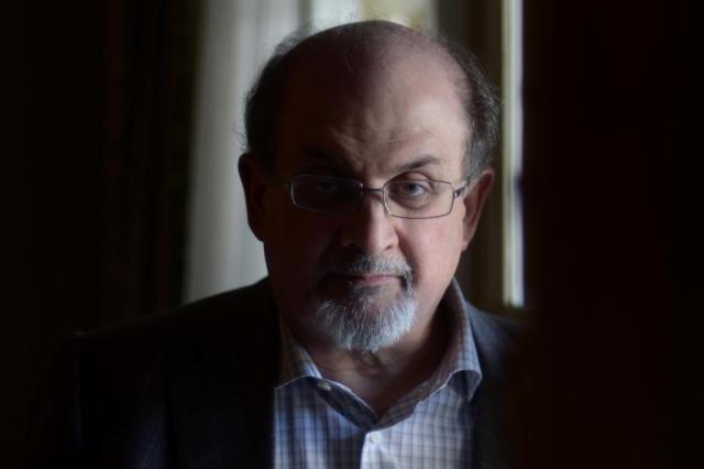 Salman Rushdie é o primeiro conferencista do Fronteiras do Pensamento 2014 JOE KLAMAR/AFP
