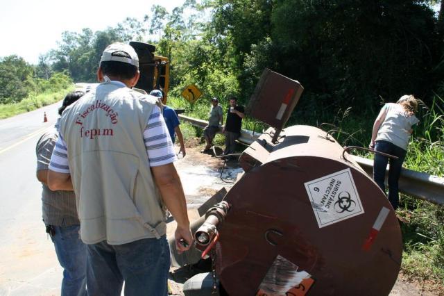 Caminhão com carga química tomba na BR-116 em Novo Hamburgo Charles Dias/Especial