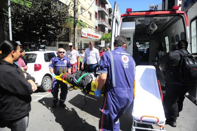 Homem é atropelado na área central de Caxias do Sul Roni Rigon/Agencia RBS