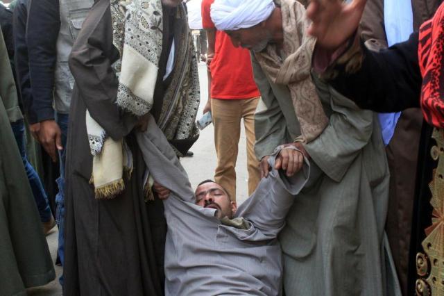 Mais de 500 partidários de ex-presidente egípcio são condenados à morte STR/AFP