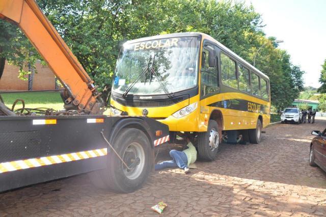 Ônibus que fazem o transporte escolar em Itacurubi são apreendidos Arami Fumaco/Especial
