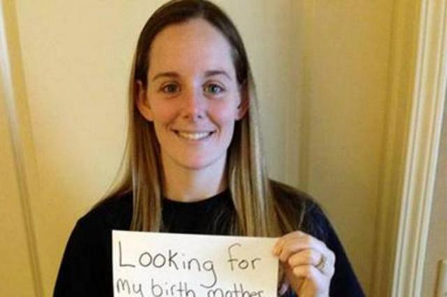 Abandonada quando bebê, americana encontra a mãe após apelo nas redes sociais Reprodução/Facebook