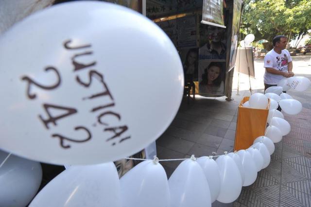 Balões na praça lembram as vítimas Jean Pimentel/Agencia RBS