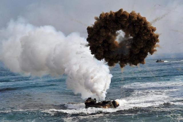Coreias trocam tiros no mar e situação volta a ficar tensa na fronteira Jung Yeon-je/AFP