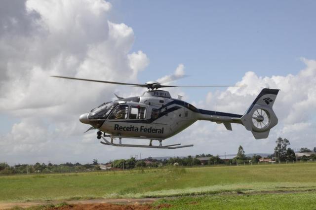 Helicóptero da Receita Federal sobrevoa o Rio Grande do Sul à procura de construções envolvidas em sonegação fiscal divulgação/divulgação