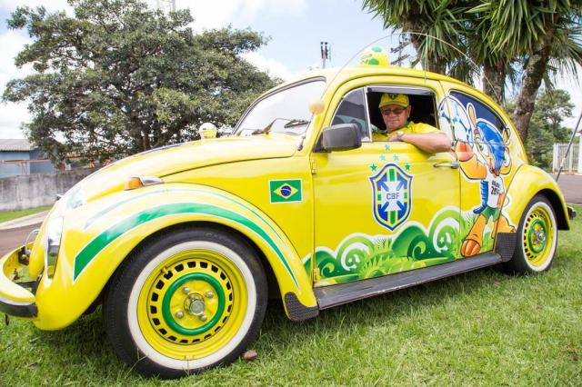 Agente administrativo de Pinhalzinho decora Fusca para Copa do Mundo Márcio Cunha/Especial