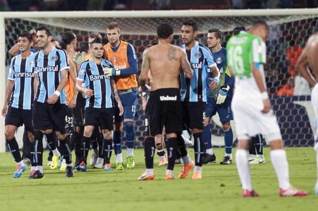 Depois de vitória em Medellín, Grêmio é atração nos jornais da Colômbia RAUL ARBOLEDA / AFP/