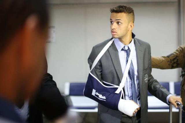 Na chegada do Grêmio, médico informa: Luan poderá passar por cirurgia ainda nesta sexta-feira Guilherme Santos/Especial
