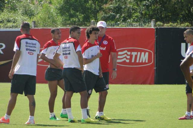 Com Alex e Juan vetados contra o Peñarol, Abel mantém Inter com Ernando e Valdívia Augusto Turcato/Agência RBS/