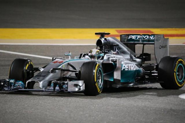 Hamilton vence no Bahrein e Massa termina em sétimo lugar MARWAN NAAMANI/AFP