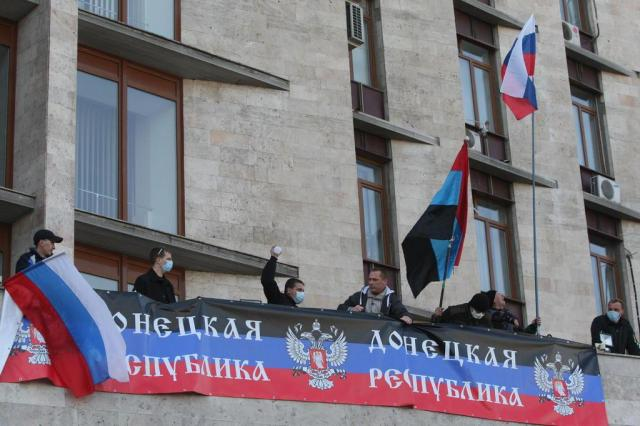 Manifestantes ucranianos pró-russos ocupam prédios públicos no leste da Ucrânia ALEXANDER KHUDOTEPLY/AFP