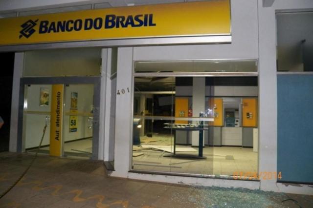 Bandidos explodem agência bancária e ferem dois policiais militares em Barros Cassal Brigada Militar/Divulgação