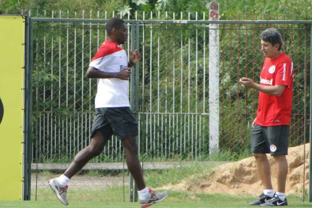 Juan faz treino físico em separado e tem chances de atuar no Gre-Nal Augusto Turcato/Agência RBS/