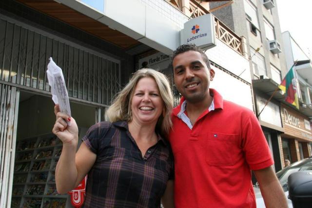 História de segurança que achou dinheiro e pagou a conta repercute fora do Brasil Charles Dias/Especial