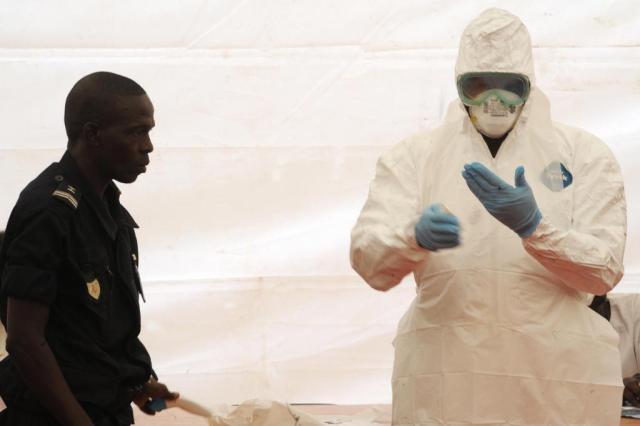 Epidemia de Ebola na África Ocidental apresenta muitos desafios, diz a OMS Seyllou/AFP