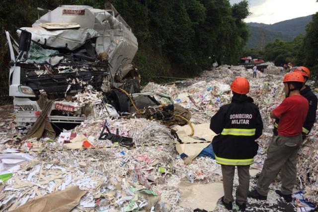 Acidente envolve três caminhões e deixa homem morto e outro ferido em Flores da Cunha Diogo Sallaberry / Agência RBS/