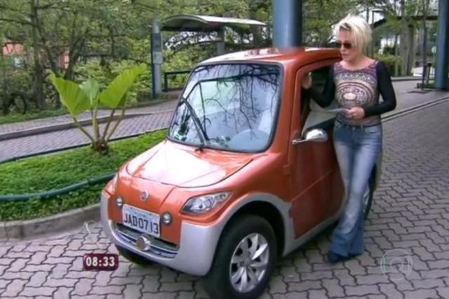 Ana Maria Braga não consegue subir ladeira ao testar carro elétrico inventado por gaúcho Reprodução/TV Globo/Divulgação