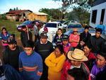 Um grupo de cerca de 50 índios bloqueou a estrada que dá acesso às Linhas Faxinal Grande e Coxilhão, no interior da cidade, em um protesto para reivindicar a demarcação de terras indígenas na região