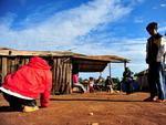 O grupo reside em um acampamento chamado Candoia