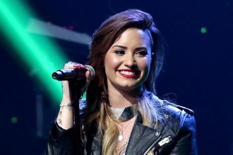 """""""Eu não sou tão fã do One Direction"""", diz Demi Lovato ao afirmar que não faria parceria com o grupo (Kevin Winter/Getty Images for Clear Channel/AFP)"""