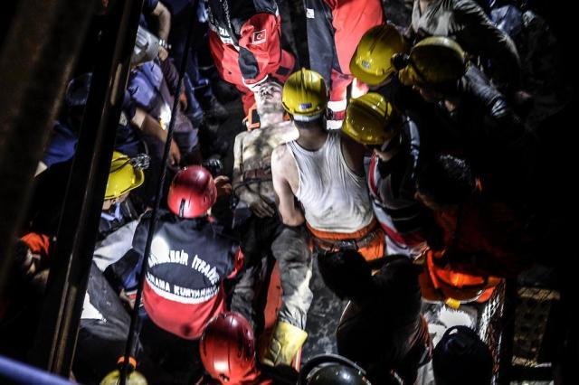 Número de mortos em mina da Turquia chega a 274 Bulent Kilic/AFP