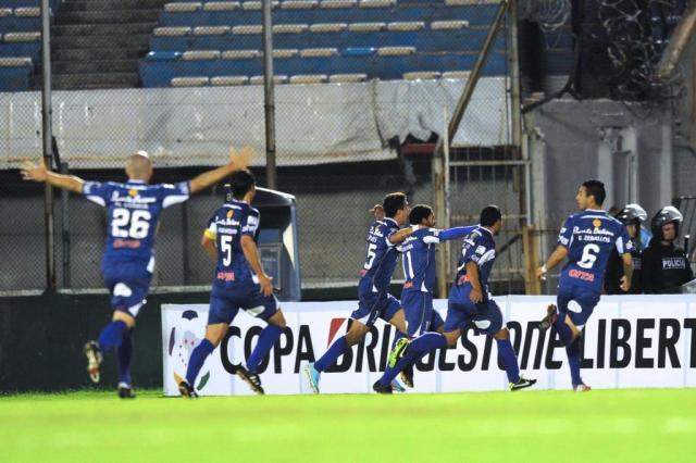 Nacional-PAR e Defensor-URU abrem semifinais da Libertadores Miguel ROJO/AFP