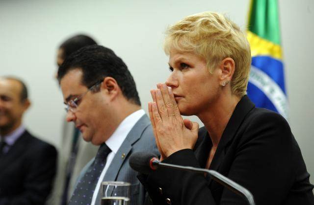 Deputado evangélico hostiliza Xuxa em comissão da Câmara  Gabriela Korossy/Câmara dos Deputados