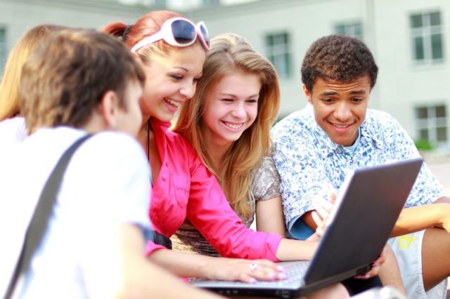 Estudantes gaúchas recebem prêmio de incentivo à educação Free Images/