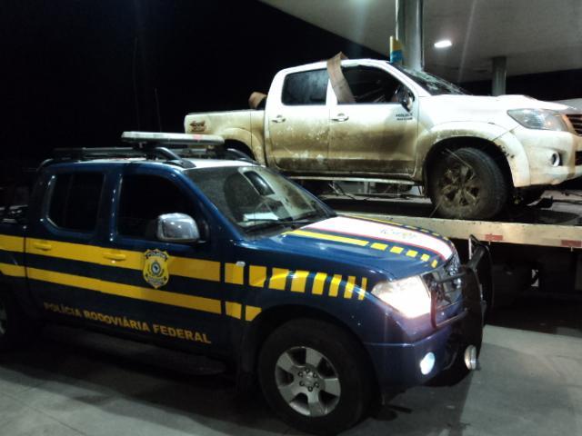 Caminhonete colide em viaturas e capota durante perseguição em Santa Maria Divulgação PRF/