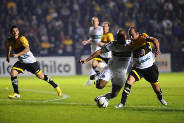 Criciúma sai na frente e derruba Coritiba em casa por 1 a 0 Caio Marcelo/Agencia RBS