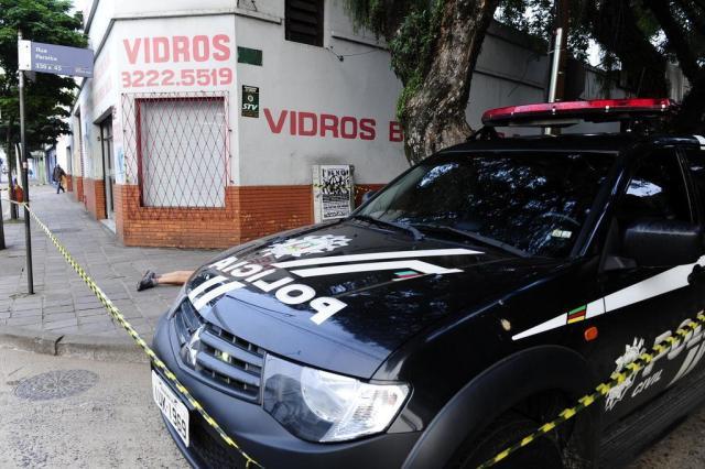 Travesti é morto a tiros na Avenida Farrapos, em Porto Alegre Ronaldo Bernardi/Agencia RBS