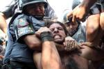 Brasileiros protestam por causa da Copa do Mundo