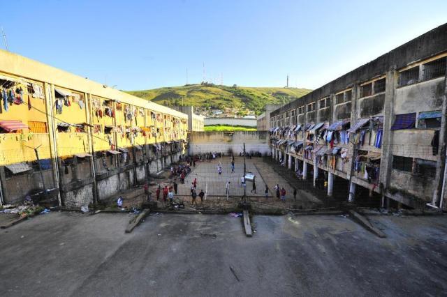 Juiz sugere desocupação do Central em seis meses e implosão Lauro Alves/Agencia RBS