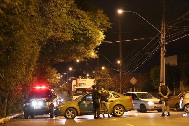 Motorista atropela seis jovens durante protesto por segurança Adriana Franciosi/Agencia RBS