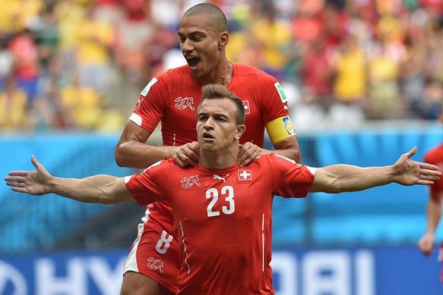 Shaqiri faz três, Suíça goleia e avança para enfrentar a Argentina RODRIGO ARANGUA/AFP