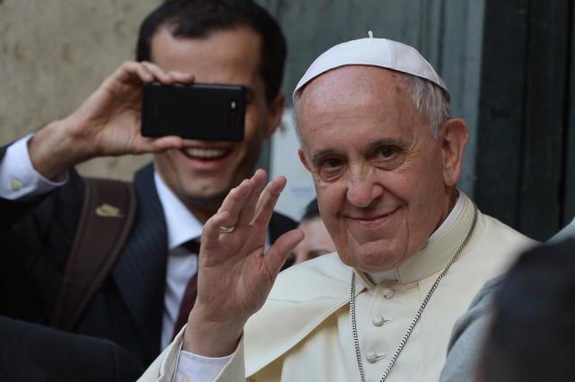 Em carta, papa Francisco agradece ao Inter pelo envio de camiseta de D'Alessandro FILIPPO MONTEFORTE/AFP