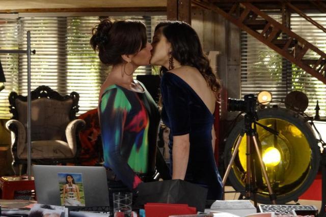 """Em Família"" terá beijo gay entre Giovanna Antonelli e Tainá Müller nesta segunda Globo/Divulgação"