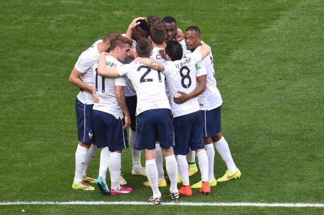 França marca dois no segundo tempo e se classifica para as quartas Evaristo Sá/AFP