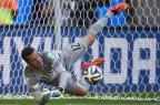 """Após falha na Champions, jornal alemão pega no pé de Julio Cesar: """"desta vez sofreu só três"""" FABRICE COFFRINI/AFP"""