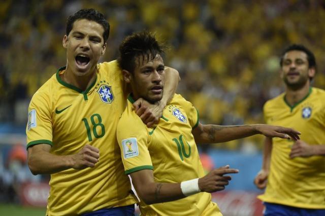 Com 27 minutos em campo, Hernanes aparece entre os piores da Copa ODD ANDERSEN/AFP