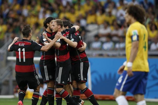 Brasil é goleado pela Alemanha e vê morrer sonho do título em casa Adrian Dennis/AFP